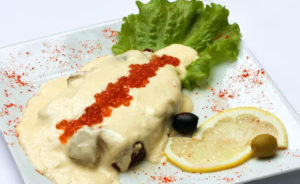 Семга в сливочно-икорном соусе